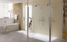 Aumenta el espacio de tu baño sin mover un solo tabique