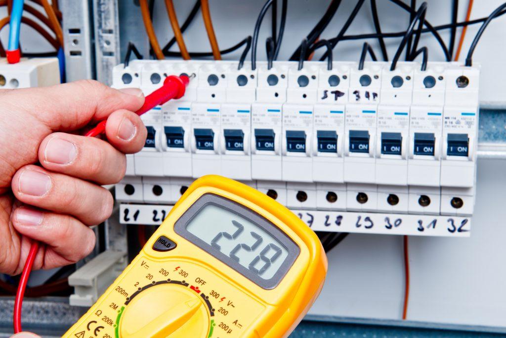 medir tensión eléctrica