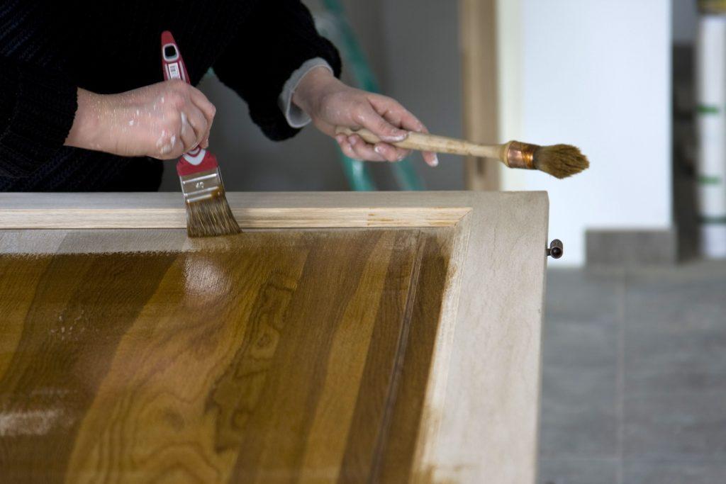 barnizar madera en crudo