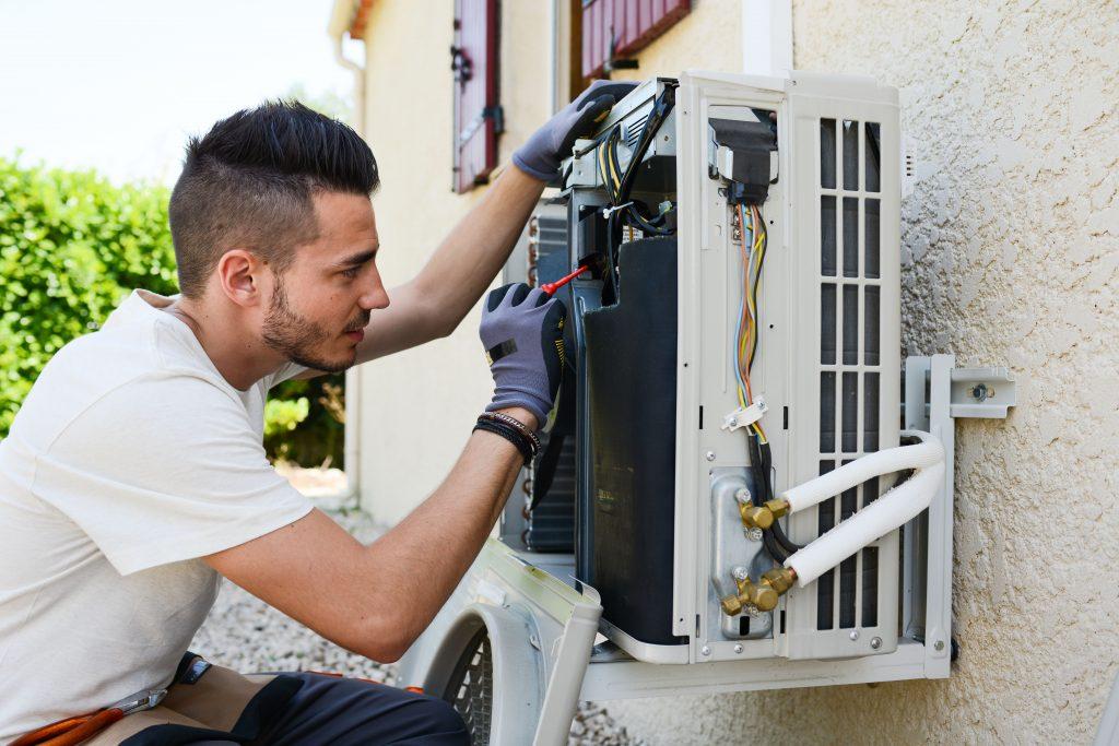 reparación ventilador exterior aire acondicionado