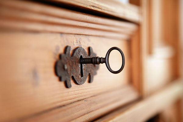 cerradura en un mueble interior